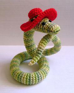 Cobra com chapéu  em amigurumi