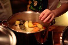 הפעוטות יאכלו את המרק טחון, והגדולים - כמו שהוא. המרק ( צילום: תמר טל )