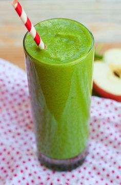 The Hello Beautiful Green Detox Smoothie from Eating Bird Food it s packed with nutrient-filled fruits and vegetables to help hydrate your skin strength your nails and make your hair strong and healthy # Detox Smoothie Recipes, Green Detox Smoothie, Smoothie Packs, Juice Smoothie, Juice Recipes, Blender Recipes, Jelly Recipes, Smoothie Cleanse, Detox Drinks