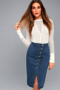 You'll look as pretty as a picture in the Buena Vista Medium Wash Denim Pencil Skirt! Medium wash stretch denim forms a flirty, updated take on a pencil skirt with a figure-flaunting fit, and a high-waisted cut. Brass buttons travel down an asymmetrical front placket, ending at a modest hem with a breezy slit.