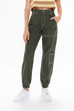 guide and tips for wearing jeans Cargo Pants Outfit, Joggers Outfit, Denim Joggers, Cargo Jeans, Denim Shorts, Cargo Pants For Women, Sweatpants, Cool Outfits, Casual Outfits