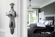 Charcoal and white bedroom :: Soverom Neutral Bedrooms, Gray Bedroom, Bedroom Wall, Bedroom Ideas, Bedroom Inspiration, Master Bedroom, Beautiful Bedroom Designs, Beautiful Bedrooms, Striped Ceiling