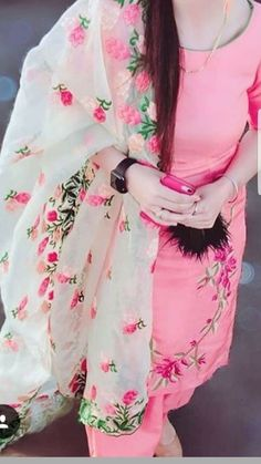 Punjabi Dress, Pakistani Dresses, Indian Dresses, Designer Punjabi Suits, Indian Designer Wear, Designer Sarees, Kurti Designs Party Wear, Kurta Designs, Indian Suits