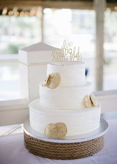 HILTON HEAD ISLAND WEDDINGS - Sonesta Resort Hilton Head Island wedding by Britt Croft Photography - gold sand dollar cake by Publix