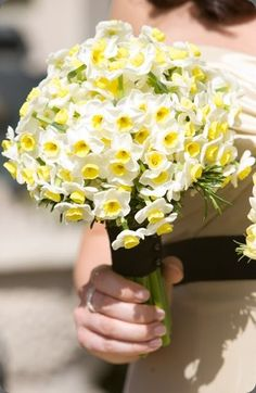 Ramo de novia de narcisos :: Narcissus bridal bouquet by Planet Flowers