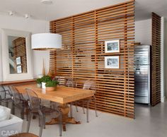 Separador de ambientes de madera..:
