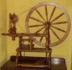 """Modern flatbed spinning wheel"""
