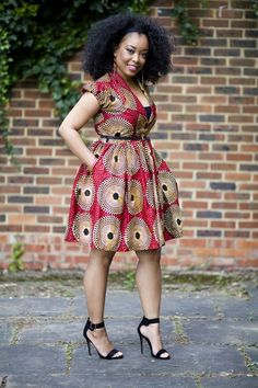 I love her style from head to toe, Simply chic #Ankara #Africanprint #teamnatural #naturalista #fashion #style #shoes #heels #naturalhair #makeup #elegant #chic #hairstyle #volume #photography #earrings #fashionista #stylish