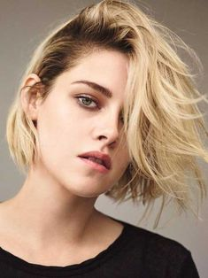 Kristen Stewart Takes on Minimal Style for T Magazine Kristen Stewart shows off a short blonde hairstyle with tousled waves Messy Blonde Hair, Blonde Hair Goals, Short Blonde, Blond Bob, Short Wavy, Curly Hair, Blonde Bob Hairstyles, Trendy Hairstyles, Wedding Hairstyles