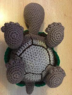 Crochet... Amigurumi : Tortoise Crochet Keyring Free Pattern, Crochet Turtle Pattern Free, Crochet Animal Patterns, Stuffed Animal Patterns, Crochet Animals, Crochet Wool, Free Crochet, Crochet Projects, Toys