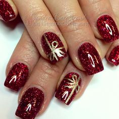 145 festive fingernails for the christmas season -page 24 > Homemytri.Com 145 festive fingernails for the christmas season -page 24 > Homemytri. Christmas Present Nails, Christmas Gel Nails, Christmas Nail Art Designs, Holiday Nails, Classy Nails, Fancy Nails, Red Nails, Square Nail Designs, Finger Nail Art