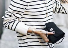 un sac Chanel et une marinière, parfait pour l'été // www.leasyluxe.com #chanel #summer #leasyluxe