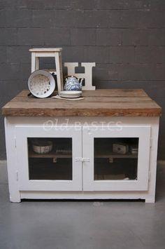 Stoer oud brocante dressoir- keukeneiland  te koop bij: Old-BASICS - Webwinkel & grote loods vol unieke oude meubels en op maat gemaakte meubels www.old-basics.nl