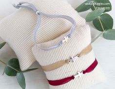 regalos para invitados primera comunion Crochet Necklace, Beaded Necklace, Baptism Ideas, Irene, Bracelets, Liberty, Leo, Candle, Crafts