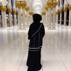 IG: RezedaSulayman || Modern Abaya Fashion || IG: Beautiifulinblack
