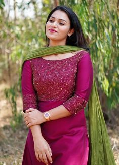 Simple Kurta Designs, New Kurti Designs, Half Saree Designs, Kurta Designs Women, Kurti Designs Party Wear, Designs For Dresses, Party Wear Indian Dresses, Indian Fashion Dresses, Dress Indian Style