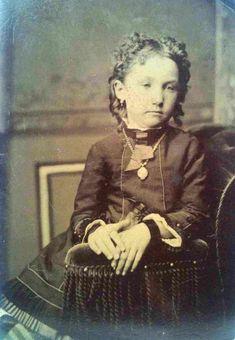 Creepy Photos, Cool Photos, Portrait Photos, Post Mortem Pictures, Post Mortem Photography, Victorian Era, 19th Century, Mona Lisa, Amazing
