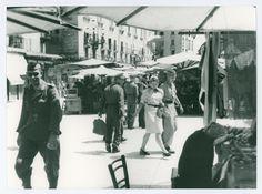 WWII Verona 1944 durante l'occupazione tedesca - in piazza Erbe - (propaganda Bundesarchiv)  Phaidra – Collezioni digitali   Università di Padova