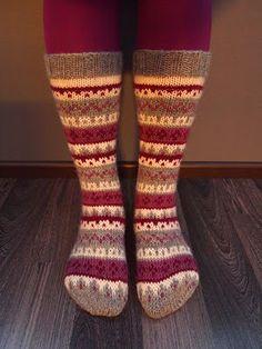 Crochet Socks, Knit Or Crochet, Knitting Socks, Hand Knitting, Winter Socks, Warm Socks, Knitting Charts, Knitting Videos, Cute Socks