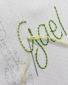 Embroidery Tutorials Começando a semana com mais um bordado e o ponto pirulito -------------------------------------------- Starting the week with a new embroidery and the lovely wrapped stitch - Etsy Embroidery, Hand Embroidery Flowers, Embroidery Stitches Tutorial, Simple Embroidery, Hand Embroidery Designs, Embroidery Techniques, Ribbon Embroidery, Cross Stitch Embroidery, Embroidery Patterns