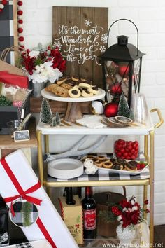 Tips and trick for hosting your own Favorite Things Party! #party #favoritethingsparty #gigglesgalore #gigglesgalorecreates #partyideas #christmas #holidayparty #holidayideas #diy