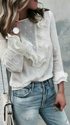 Spring outfit - White blouse - Jeans - Look Mode Outfits, Trendy Outfits, Fashion Outfits, Womens Fashion, Fashion Trends, Short Outfits, Ladies Fashion, Fashion Styles, Fashion Clothes