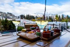 Best Places to Drink in Queenstown | Simply Perfect Weddings - Queenstown Wedding Planners Queenstown Activities, Best Buffet, Lake Wakatipu, Best Golf Courses, Pre And Post, Wedding Planners, Post Wedding, Cool Bars, Perfect Wedding