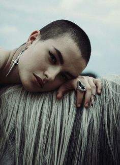 Character inspiration: Ari Bona Drag Look Book: The Pale Storms of Cuba Mais Pixie Hairstyles, Cool Hairstyles, Haircuts, Beautiful Hairstyles, Short Hair Cuts, Short Hair Styles, Buzzed Hair, Hair Inspiration, Hair Inspo