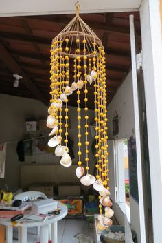 Made with sea shells, liana, waxed thread and acai pits in the . Seashell Wind Chimes, Seashell Art, Seashell Crafts, Beach Crafts, Diy Home Crafts, New Crafts, Diy Para A Casa, Beaded Curtains, Recycled Crafts
