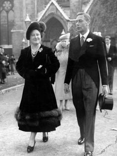 heavyarethecrowns: Queen Elizabeth (the Queen Mother) and King George VI, with Queen Mary behind them. Very beautiful picture for the Queen Elizabeth(The Queen Mother).