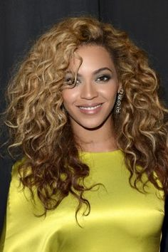 Curly long hair: Ask for long layers that start at the chin, like Beyoncé 's. The 15 Best Long Haircuts For EVERY Type of Texture via Best Long Haircuts, Haircuts For Curly Hair, Curly Hair Cuts, Long Curly Hair, Long Hair Cuts, Cool Haircuts, Curly Hair Styles, Natural Hair Styles, Big Hair
