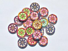 Flower buttons - Mixed Flower Buttons - Flowers - Buttons Measurements Approx : Holes: 4 Listing is for 20 wooden mixed flower buttons :) Button Flowers, Decorative Plates, Buttons, Knots, Plugs, Button