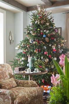 Make a statement with your Christmas tree. Whether it is formal, natural, funky or classy, a Christmas tree expresses your personality and philosophy. Here are 30 looks for inspiration.
