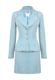A vintage Chanel suit composed of a jacket and a skirt in soft blue wool tweed on a ton-sur-ton lining. Tweed Suit Women, Blue Tweed Suit, Tweed Suits, Tweed Chanel, Chanel Jacket, Light Blue Suit, Blue Suits, Looks Kate Middleton, Professional Attire