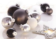 Thüringer Glasdesign TGS-Weihnachtskugeln (50tlg.) für 24,99€. Weihnachtskugeln im extramodernen Design, Farb-Set: Silber- und Grautöne, Schwarz & Weiß bei OTTO