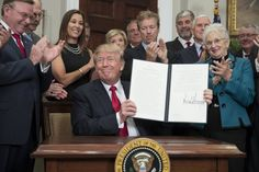 Firma orden contra el Obamacare