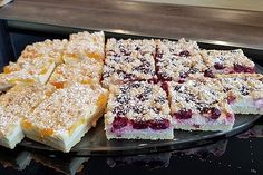 Schneller Quark-Streuselkuchen mit Obst Quick Quark crumble cake with fruit 3 Donut Recipes, Fruit Recipes, Dessert Recipes, Dessert Blog, Pasta Recipes, Keto Donuts, Baked Donuts, Pudding Desserts, Pudding Cake
