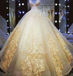 Here is a ball gown in a style wedding dress with & embroidery and other embellishments. Custom Hier ist ein Ballkleid in a Stil Hochzeitskleid mit & Stickerei und andere Verzierungen. Quince Dresses, Ball Dresses, 15 Dresses, Ball Gowns, Custom Dresses, Elegant Dresses, Evening Dresses, Afternoon Dresses, Flapper Dresses