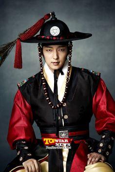 Lee Jun Ki in 한복 hanbok, Korean traditional clothes Lee Jun Ki, Korean Hanbok, Korean Dress, Korean Outfits, Korean Clothes, Korean Traditional Dress, Traditional Fashion, Traditional Dresses, Joon Gi