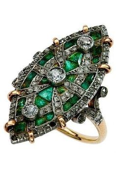 art deco emerald, diamond, and platinum ring, circa 1920 by Divonsir Borges Art Deco Ring, Art Deco Jewelry, Jewelry Rings, Jewelry Accessories, Fine Jewelry, Jewelry Design, Jewelry Crafts, Antique Jewelry, Vintage Jewelry