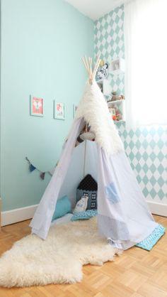 Le Tipi, la nouvelle cabane d'enfant ! Trouvez de l'aide pour fabriquer votre tipi sur YoupiJob.com Baby Boy Rooms, Baby Room, Artistic Room, Kids Bedroom Accessories, Deco Kids, Cool Kids Rooms, Bright Decor, Cabana, Diy For Kids