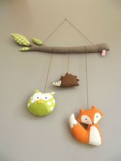 Mobile hiboux renard hérisson Handmade Felt, Felt Diy, Felt Crafts, Diy And Crafts, Baby Couture, Couture Sewing, Craft Projects, Sewing Projects, Projects To Try