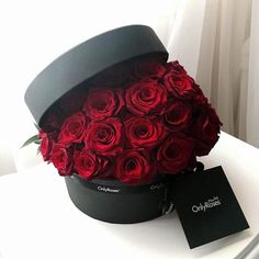 653 images about Red Rose Club 🌹 on We Heart It Luxury Flowers, Pretty Flowers, Red Flowers, Red Roses, Flower Box Gift, Flower Boxes, My Flower, Bouquet Box, Valentine Bouquet