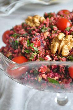 Zevkle takip ettiğim bloglardan biri de NURLU MUTFAKTA  bloğu. Bu güzel salata tarifi de Nurlu Mutfakta bloğundan. Yapalı oldukça uzun bi...