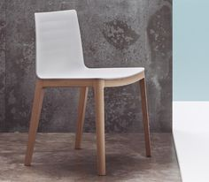 Flex Chair by Andreu World. The Flex Chair is available with a wide range of accessories including writing tablets, ganging and numbering systems. #design #interiordesign #interiordesignmagazine #products #seating #chairs