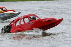 Citroen 2 CV powerboat racing