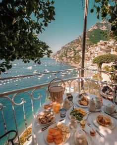 Positano Italy | travel | relax | take a break | Happy | enjoy | hiking | free time | country | see the world | hotel | comfort | destinations