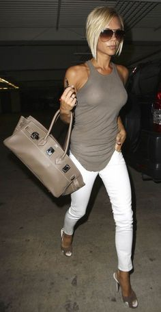 VB looking amaaazing. love the tan, the hair, the aviators and the tank that perfectly matches her incredible hermes bag!
