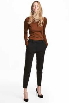 Wear to Work Outfit Ideas. Womens Casual Office Fashion ideas and dresses. Womens Work Clothes Trending in 34 Outfit ideas. Hm Outfits, Trouser Outfits, Classy Outfits, Casual Outfits, Fashion Outfits, Cigarette Trousers Outfit, Outfits Pantalon Negro, Cocktail Outfit, Pants For Women