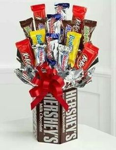 """You get a bouquet of roses, he gets a candy bar bouquet! For guys on Valentine's days!"" Screw roses, I want a candy bar bouquet! Valentine Day Gifts, Holiday Gifts, Christmas Gifts, Valentines, Handmade Christmas, Craft Gifts, Diy Gifts, Food Gifts, Candy Bar Bouquet"